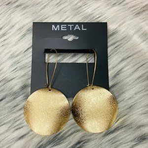 Hammered gold disc long earrings